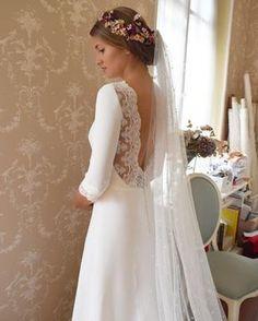 """3,105 Me gusta, 47 comentarios - Alicia Rueda Couture (@aliciaruedaatelier) en Instagram: """"Oihana se casó el pasado sábado con este precioso vestido de crep con puntilla en espalda y…"""""""