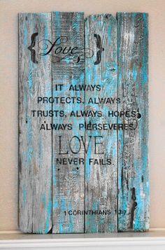 """""""Amor Siempre protege, siempre confía, siempre espera, siempre persevera. El amor nunca falla""""    Con tableros de palets"""