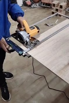 Woodworking Shop Layout, Router Woodworking, Woodworking Workshop, Woodworking Techniques, Woodworking Projects Diy, Woodworking Videos, Welding Projects, Woodworking Furniture, Cnc Router