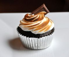 S'mores Cupcakes. Please click on the photo in Yumgoggle to get to this delicious recipe. Yum!,