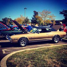 Looks like a 1968 Mercury Cougar.