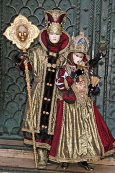 A royal looking couple Venetian Masquerade, Venetian Masks, Jester King, Venetian Costumes, Carnival Venice, Venice Mask, Creative Costumes, People Of The World, Costume Design