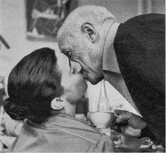 Picasso+y+Jacqueline+Roque_El+beso_Douglas+Duncan.jpg 714×661 píxeles