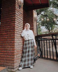 Style hijab remaja kulot 63 ideas for 2019 Hijab Casual, Ootd Hijab, Stylish Hijab, Hijab Chic, Hijab Teen, Modern Hijab Fashion, Street Hijab Fashion, Muslim Fashion, Skirt Fashion