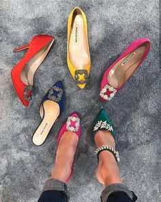 Everything About Women's Heels Pretty Shoes, Beautiful Shoes, Cute Shoes, Me Too Shoes, Manolo Blahnik Heels, Carrie Bradshaw, Fashion Heels, Dream Shoes, Mode Outfits
