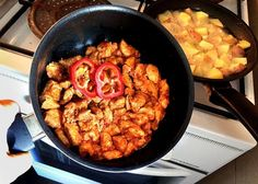 Paella, Chicken, Ethnic Recipes, Food, Red Peppers, Essen, Meals, Yemek, Eten