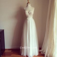 romantic lace embrodiered strapless sweetheart vintage a-line wedding dress