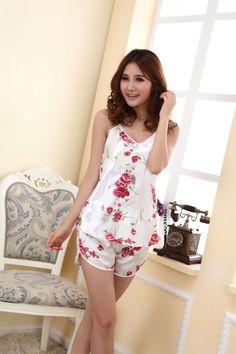 2016 Women Sexy Lingerie Hot Strap Silk Lace Flower Pyjamas Sleepwear Shirts + Shorts Underwear Nightwear Set