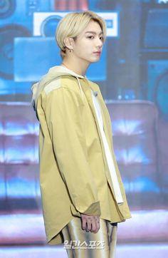 Foto Jungkook, Foto Bts, Jungkook Cute, Jung Kook, Billboard Music Awards, Kim Namjoon, Seokjin, Busan, Boy Scouts