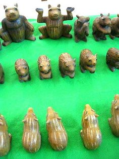 RARE WOODEN BEAR CHESS SET , HAND MADE . UNUSUAL