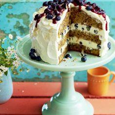 Möhren-Walnuss-Torte mit Blaubeeren Rezept