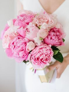 Here Are 10 of the Most Popular Wedding Flowers Ever pink peony wedding bouquet Pink Flower Bouquet, Peony Bouquet Wedding, Bridal Bouquet Pink, Wedding Flower Arrangements, Wedding Flowers, Peonies Wedding Centerpieces, Floral Arrangements, Peony Arrangement, Peonies Centerpiece