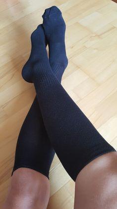 Bavlněné kompresní podkolenky. Hodí se na běh, do práce i na cesty. Kvalitní bavlněné podkolenky #kompresnipodkolenky #ponozkyjakodarek #vanocnidarky #podkolenkyna beh #sportovniponozky High Socks, Fashion, Moda, Thigh High Socks, Fashion Styles, Stockings, Fashion Illustrations