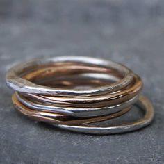 Alliances or rose et argent forgées à la main par Laurence Oppermann, exclusivement chez l'Atelier de Bijoux Créateurs.