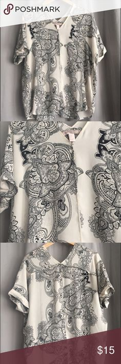 Paisley boho top Loose fitting. V neck. Cuffed sleeves. Paisley design. Nice light material. Front pleat Forever 21 Tops Tunics