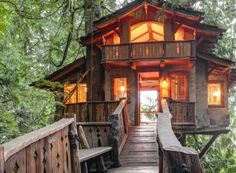 With two bedrooms a kitchen and bathroom this treehouse is a perfect lofty retreat. Built as family guesthouse in the Swiss chalet style its ramp is supported b Treehouse Cabins, Treehouses, Treehouse Ideas, Treehouse Living, Online Home Design, Timber Planks, Home Design Magazines, Swiss Chalet, Cool Tree Houses