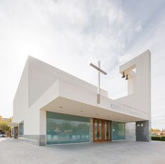 Image 6 of 23 from the gallery of Iglesia San Juan Pablo II / VZ Arquitectos. Sacred Architecture, Religious Architecture, Church Architecture, Amazing Architecture, Architecture Details, Modern Architecture, Church Building, Building Facade, Building Design