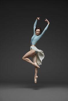 Jahna frantziskonis (© erik tomasson) ballet board in 2019 ballet poses, ba Dance Photography Poses, Dance Poses, Ballerina Photography, Ballet Art, Ballet Dancers, Ballerinas, Ballerina Poses, Ballerina Body, Ballerina Drawing