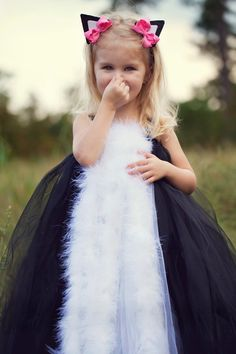 Kids Halloween Costume: Spunky Skunk Costume by TheLittlePeaBoutique on Etsy Looks Halloween, Halloween Costumes For Kids, Halloween Party, Happy Halloween, Halloween Clothes, Tutu Costumes, Costume Dress, Cool Costumes, Kids Fashion