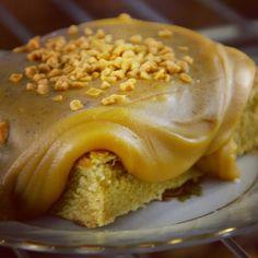 Caramel Toffee, σημαινει καπνιστή καραμέλα και καραμέλα βουτυρου. Ο καλύτερος τρόπος για να ξεκινήσει ομορφα η εβδομαδα.  CapCap tip: Παντρεψτε το συγκεκριμένο γλυκό με μια μπάλα παγωτό Βανίλια Bourbon. Bad Customer Service, Toffee, Caramel, No Bake Desserts, Sweet Treats, Menu, Sweets, Baking, Brownies