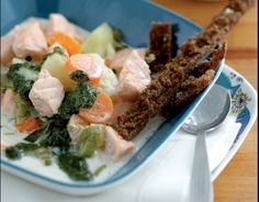 Perinteinen lohikeitto Traditional, Chicken, Meat, Finland, Recipes, Recipies, Ripped Recipes, Cooking Recipes, Cubs
