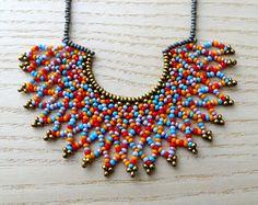 Collar de Media Luna - Multicolor, rojo, azul, rosa y naranja - Hecho a mano por Luciana Lavin