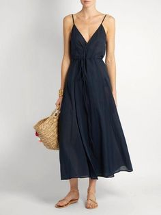 10 Outfit Essentials You Need For Spring Break - Loup Charmant Ballet Wrap cotton dress The Best of fashion in Style Désinvolte Chic, Mode Style, Linen Dresses, Cotton Dresses, Trendy Dresses, Casual Dresses, Sun Dresses, Maxi Dresses, Dress For Summer