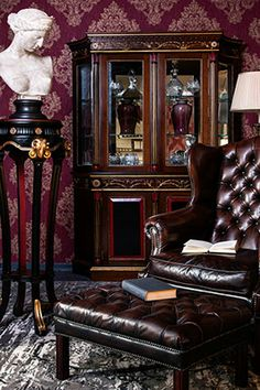Sofa House, English Manor, Types Of Houses, Country Decor, Interior Furniture, Home Decor, Tufted Leather, Lounge Interiors, English Country Decor