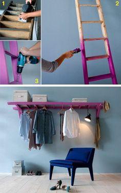 DIY Möbel Wohnidee - Kleiderstange aus alter Leiter. Kreative Verwendung von Gegenständen - selbstgemacht bunte Kleiderstange