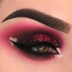 eyeshadow This picture is just GOALS! We are always looking for new eyeshadow looks and tutorials for eye colors. Our calendar will help you stay on top of when the latest makeup eyeshadow palettes are being released! Makeup Eyeshadow Palette, Eye Makeup Art, Cute Makeup, Smokey Eye Makeup, Eyeshadow Looks, Makeup Inspo, Beautiful Eye Makeup, Makeup Ideas, Makeup Tips