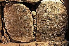 Gravuren auf Megalithen der Bretagne – Wikipedia
