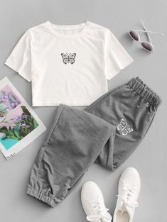 Dos Piezas con Estampado de Mariposa Cute Lazy Outfits, Teenage Outfits, Crop Top Outfits, Outfits For Teens, Pretty Outfits, Stylish Outfits, Really Cute Outfits, Kpop Fashion Outfits, Girls Fashion Clothes