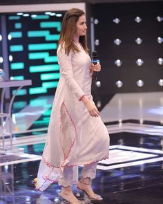 Simple Pakistani Dresses, Pakistani Fashion Casual, Indian Fashion Dresses, Dress Indian Style, Pakistani Dress Design, Indian Designer Outfits, Pakistani Outfits, Pakistani Clothing, Abaya Style