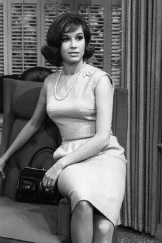 Actress Mary Tyler Moore in rehearsal for The Dick Van Dyke Show on December 2 1963 in Los Angeles California Old Hollywood Stars, Hollywood Icons, Old Hollywood Glamour, Classic Hollywood, Classic Actresses, Actors & Actresses, Laura Petrie, Mary Tyler Moore Show, Star Wars
