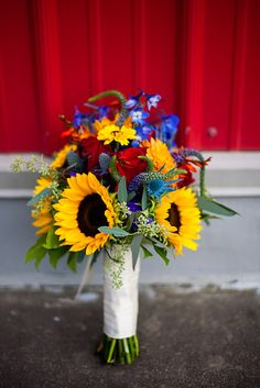 Google Image Result for http://souloftherosefloral.com/wp-content/uploads/2011/06/yellow_sunflower_blue_delphinium_red_dalhlia_bride_bouquet.jpg