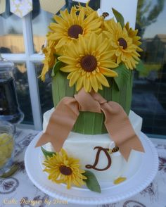 Dora's Bee Birthday! ♥ She makes incredible cakes!