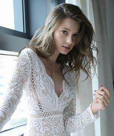 Anastasia Cebulska - Eye of the Beholder Beautiful Model Girl, Beautiful Women, Anastasia, Feminine Dress, Beautiful Celebrities, Girl Crushes, Pretty Dresses, Beauty Women, Cute Girls