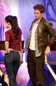 whatcha lookin at Rob? You would think by now he would figure out how not to get caught lol. Twilight Saga Series, Twilight Edward, Edward Bella, Robert Pattinson Twilight, Robert Pattinson And Kristen, Bella Swan, Vampire Twilight, Kristen And Robert, Twilight Quotes