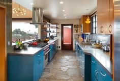 Bob Odenkirk of 'Breaking Bad' Lists His Midcentury Modern: Kitchen Celebrity Kitchens, Mid Century Modern Kitchen, Home Tech, Slate Flooring, California Homes, Modern Kitchen Design, Kitchen Colors, Open House, Tiny House