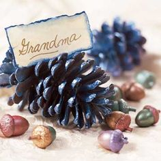name card holder (I found short fat pine cones with a flat bottom--talk about luck! I was able to place the name cards on the top of the pine cone. To ensure they'd stay on, use hot glue) Thanksgiving Place Cards, Hosting Thanksgiving, Thanksgiving Table Settings, Thanksgiving Centerpieces, Thanksgiving Ideas, Blue Christmas, Christmas Wedding, Deco Table Noel, Thing 1