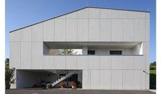 Modern Villa, Germany. Integrated garage door. Arch: 180 grad. EQUITONE facade panels. House Doors, Garage Doors, Villa, Exterior Cladding, Installation Art, Home And Family, New Homes, Windows, Building