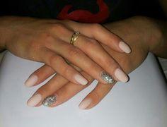 Unghie rosa matt con unghia gioiello....bellissime!!!