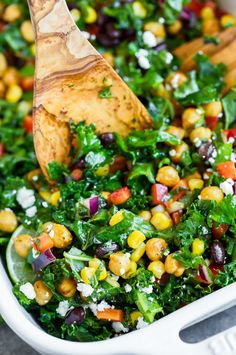 Mexican Kale Salad with Zesty Cilantro Lime Dressing Mexikanischer Kohlsalat mit Zesty Cilantro Limettensauce Kale Recipes, Healthy Salad Recipes, Mexican Food Recipes, Whole Food Recipes, Vegetarian Recipes, Cooking Recipes, Mexican Salads, Vegetarian Salad, Coleslaw