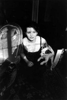 Juliette binoche 1994 By Edouard Boubat  pet chien dog  presse print  #30 millions d'amis magazine