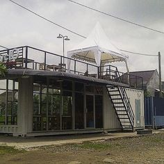 Imagen insertada Container Home Designs, Container Bar, Cargo Container, Building A Container Home, Container Buildings, Container Architecture, Container House Plans, Converted Shipping Containers, Shipping Container Conversions