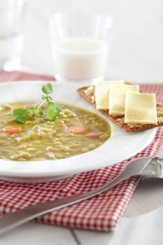 Hernekeitto & Hapankorppua - Pea soup & Crispbread - In Finland there's a habit  of eating pea soup for lunch every Thursday.