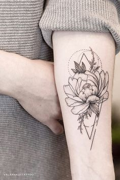 Female tattoo peony on the arm. Flower Tattoo deas for Girls Arm beau. Tattoos Skull, Sexy Tattoos, Body Art Tattoos, Small Tattoos, Sleeve Tattoos, Tattoos For Women, Tatoos, Ribbon Tattoos, Flower Tattoos