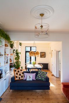 eclectic modern home decor living and dining room houseplants shelves My Living Room, Living Room Interior, Home And Living, Living Room Decor, Living Spaces, Dining Room, Simple Living, Dining Area, Victorian Terrace Interior