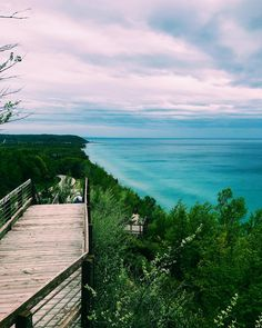 Let joy be your compass. • • #puremichigan #puremittigan #michigan #nature #naturephotography #scenic #wanderlust #photography #blogger #adventure #explore #outdoors #hiking #travel #midwest #arcadia http://tipsrazzi.com/ipost/1526244587705555927/?code=BUuT126jVvX