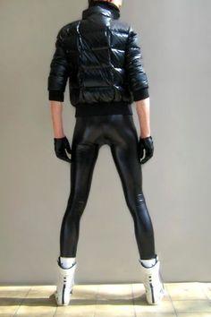 Ooooooo - So Tight ! Latex Men, Men Dress Up, Latex Pants, Leder Outfits, Mens Tights, Pvc Raincoat, Puffy Jacket, Tights Outfit, Young Fashion